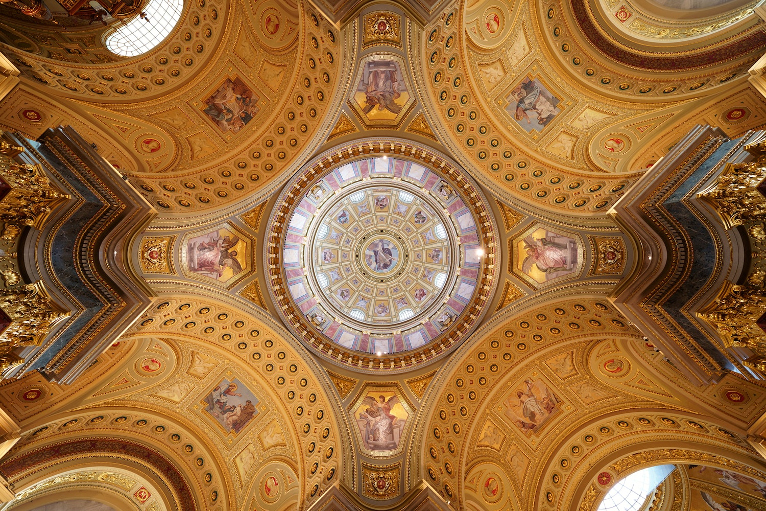 golden-ceiling-in-details-alpha-7RIV
