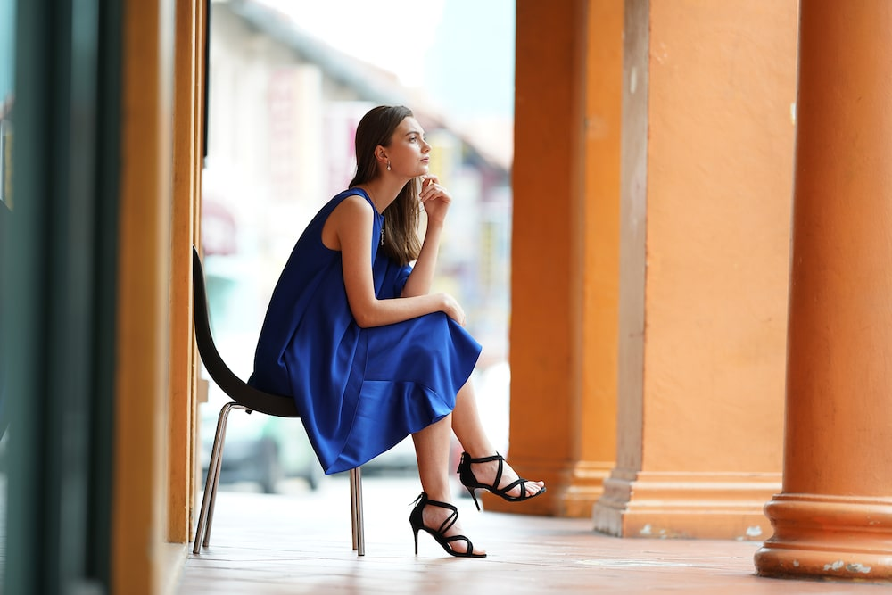 lady-in-blue-sitting-down-thinking-alpha-7RIII