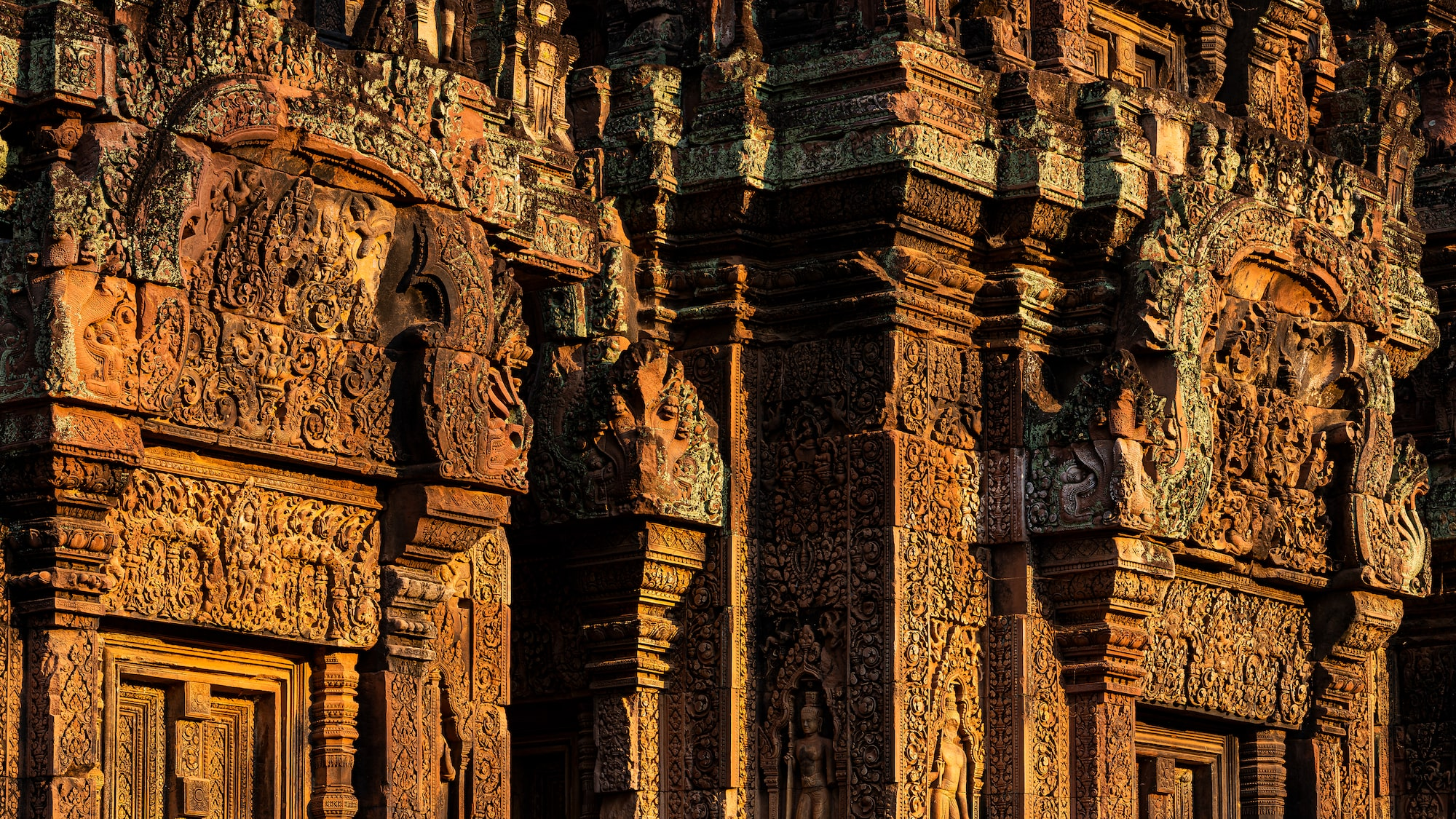 Carvings on door and wall in Banteay Srei