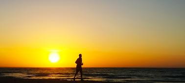 Gambar matahari terbenam dan laut dengan 4K XR Smoothing